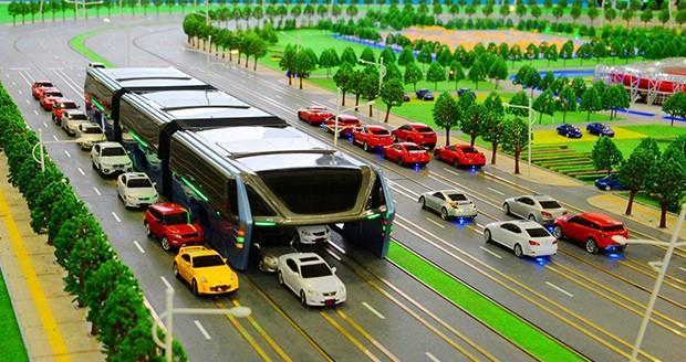 (تصاویر)رونمایی از اتوبوس هوایی چین برای مقابله با ترافیک