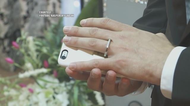 مرد آمریکایی با آیفون خود ازدواج کرد! +(تصاویر)