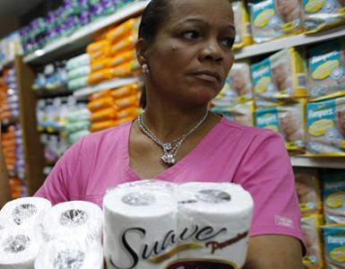(تصاویر) بحران دستمال تولت در ونزوئلا!