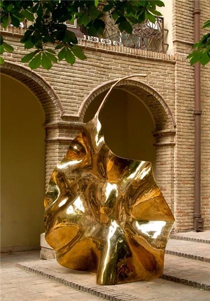 سرقت عجیب مجسمه 350 کیلویی از وزارت ارشاد!