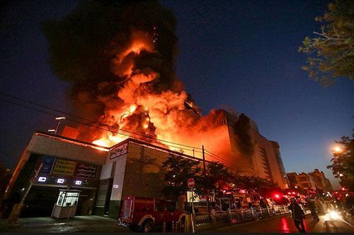 (تصاویر) آتش سوزی گسترده برج سلمان مشهد