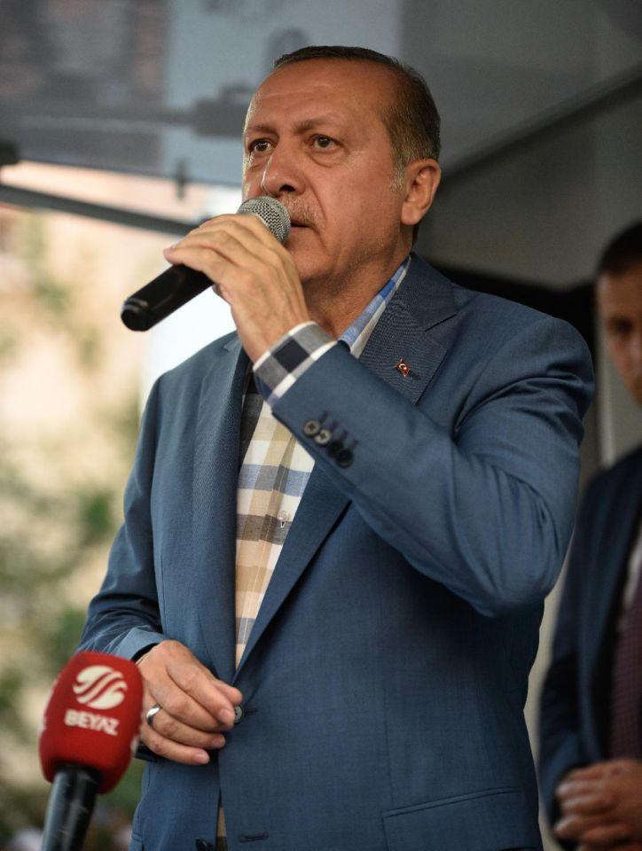 (تصاویر) سخنرانی اردوغان مقابل خانهاش