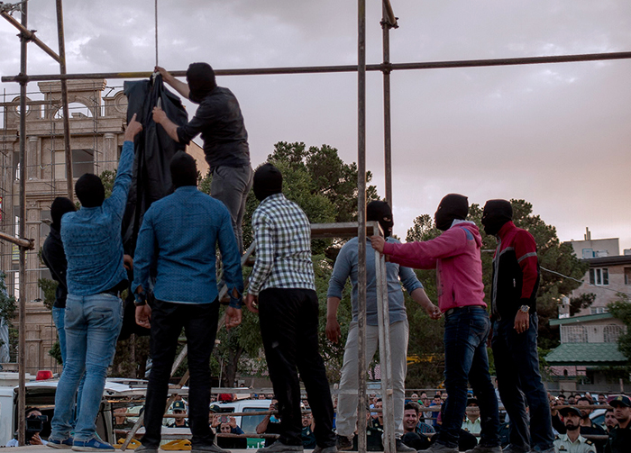 (تصاویر) اعدام دو متجاوز به عنف در کرج