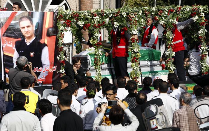 (تصاویر) مراسم تشییع آتشنشان فداکار