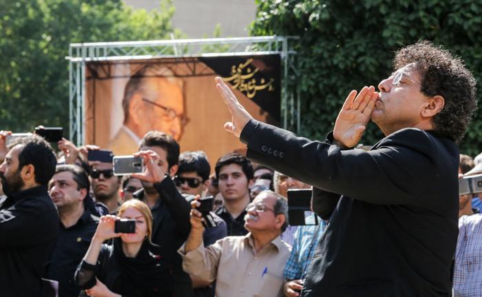 (تصاویر) تشییع پیکر مصطفی کمال پورتراب