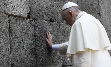 (تصاویر) بازدید پاپ از اردوگاه مرگ