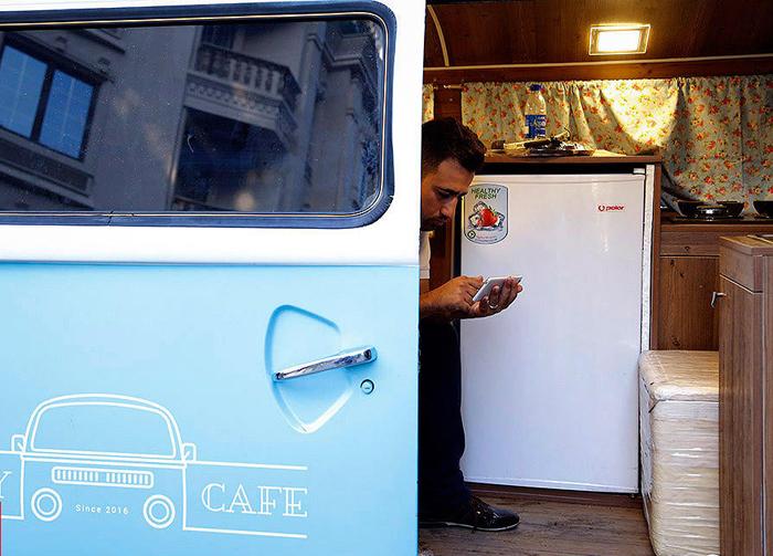 (تصاویر) کافه سیار زوج جوان پشت فولکس,کافهسیار,«ذکرا» و «فرزاد» زوج جوان,عکس های کافه راه,کافه پشت فلوکس,عکس های ذکرا عباسی,عکس ذکرا عباسی,بیوگرافی ذکرا عباسی,اینستاگرام ذکرا عباسی