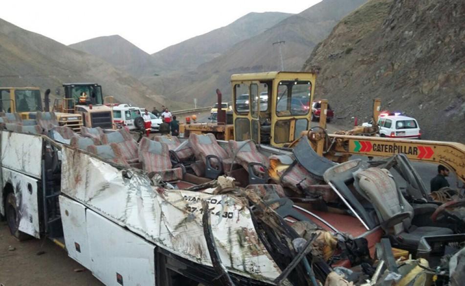 (تصاویر) تصادف مرگبار اتوبوس در جاده چالوس