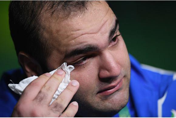 (تصاویر) اشکهای تلخ بهداد سلیمی از ناداوری