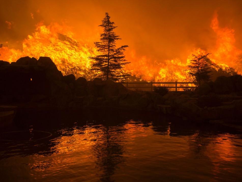 (تصاویر) آتش سوزی مهیب در شمال لسآنجلس