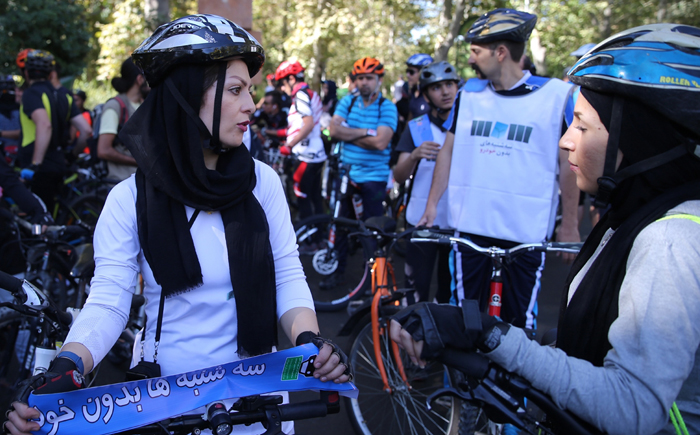(تصاویر) لغو همایش دوچرخه سواری در تهرانهمایش دوچرخه سواری خانوادگی,همایش روز بدون خودرو,همایش سه شنبه های بدون خودرو,دوچرخه سواری زنان در تهران,دوچرخه واری دختران,دوچرخه سواری بازیگران در تهران