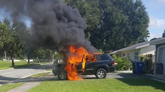 تصاویر/ آتش گرفتن جیپ هنگام شارژ نوت۷ سامسونگ