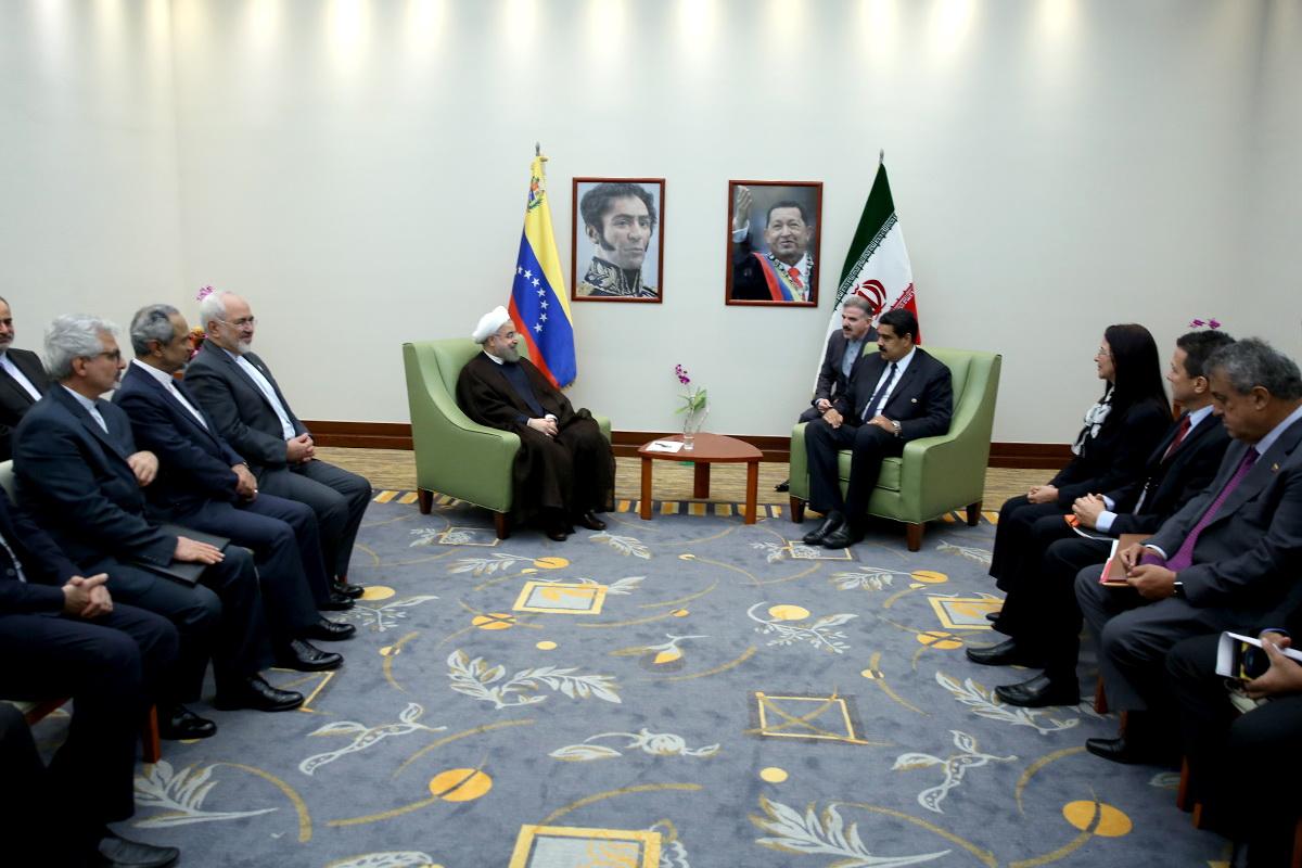 (تصاویر) ورود روحانی به ونزوئلا و دیدار با مادورو