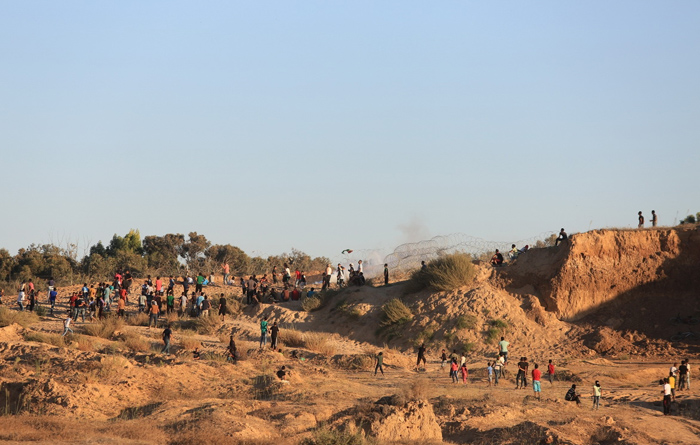 (تصاویر) حمله سربازان اسرائیل به جوانان در غزه