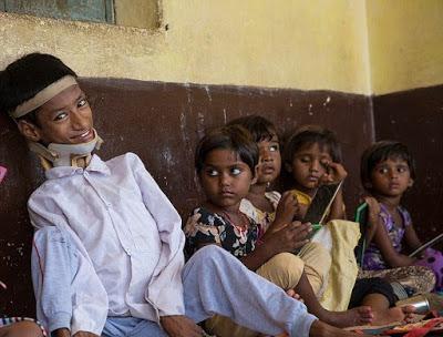 (تصاویر) زنی که زندگی نوجوان هندی را تغییر داد