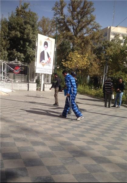 (تصویر) یاسین رامین با پای آسیب دیده به دادسرا رفت