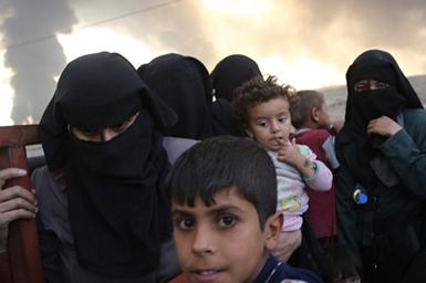 (تصاویر) داعش چاههای نفت عراق را آتش زد