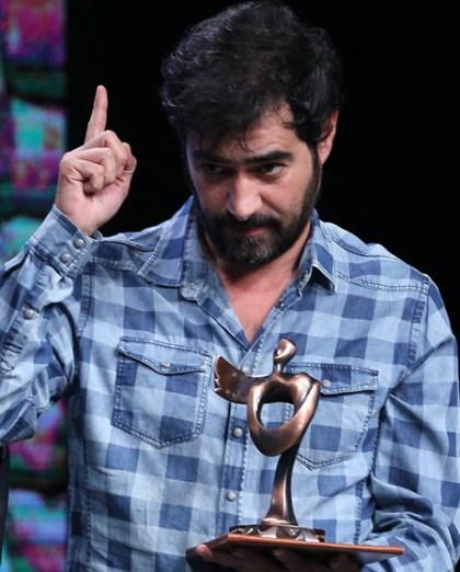 امروز به روایت تصویر// خنده جالب ظریف و روحانی، جایزهای برای شهاب حسینی، کنسرت در برج آزادی و...
