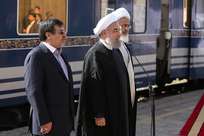 (تصاویر) روحانی با قطار به قزوین رفت