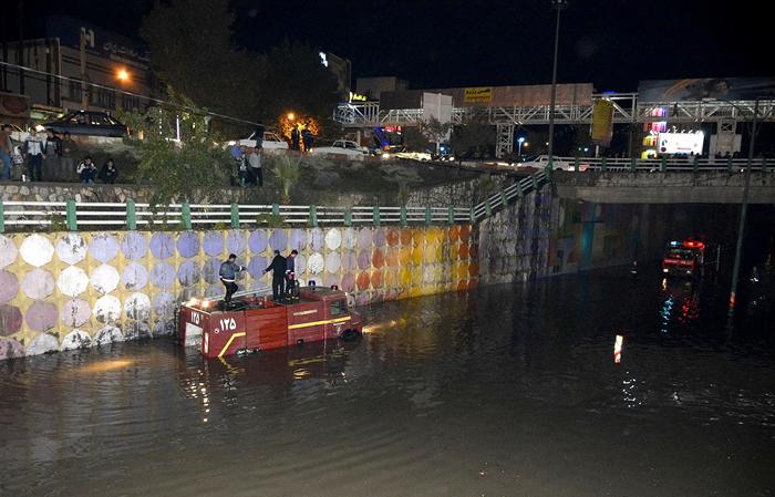 (تصاویر) بارش تگرگ و سیل در خرم آباد