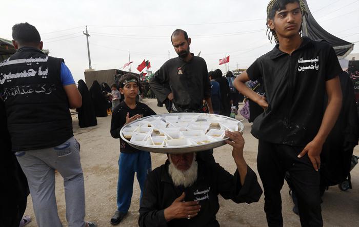 (تصاویر) خدمت رسانی به زائران اربعین