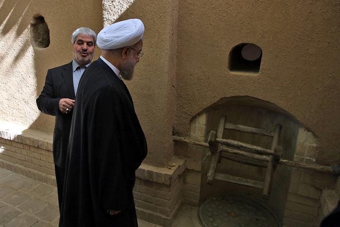 (تصاویر) روحانی در بیت امام(ره) در خمین