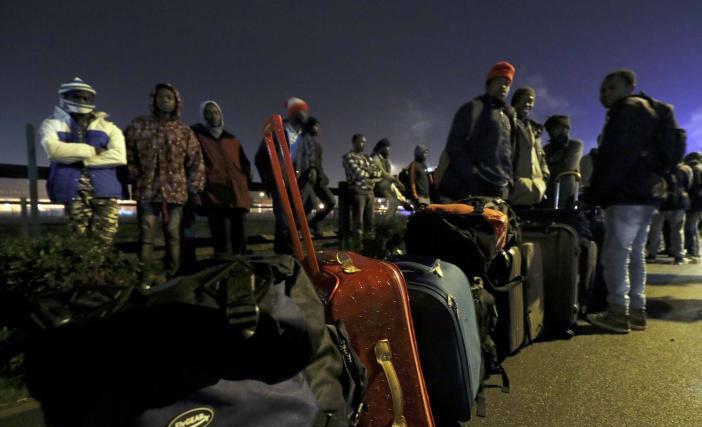 (تصاویر) آغاز تخلیه اردوگاه کاله فرانسه از مهاجران خارجی