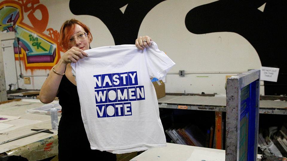 فروش تیشرت های «زن کثیف» در آمریکا در واکنش به دونالد ترامپ