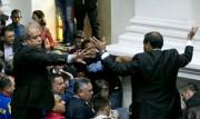 (تصاویر) درگیری در پارلمان ونزوئلا