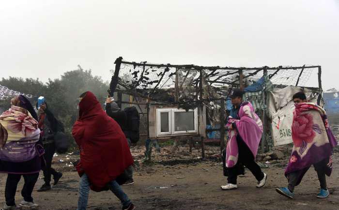 (تصاویر) آتش سوزی در زاغه پناهجویان کاله فرانسه