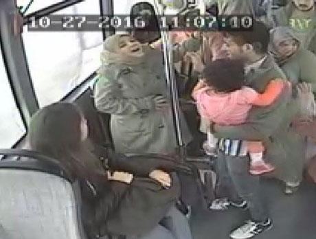 (تصاویر) زایمان در یک اتوبوس