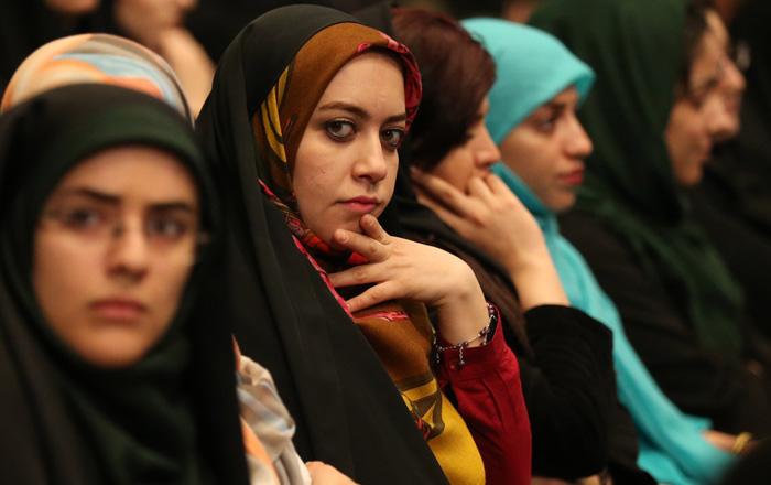 مخالفان و موافقان در سخرانی روحانی در روز دانشجو