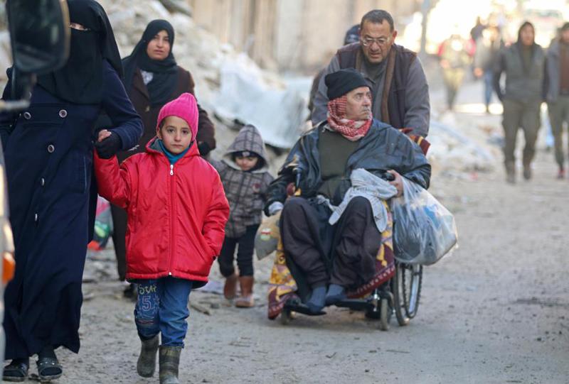 (تصاویر) انتقال تروریستها از حلب زیر عکس اسد!