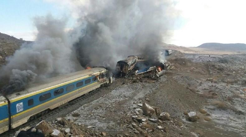 8کشته و 15 مجروح در برخورد دو قطار در سمنان
