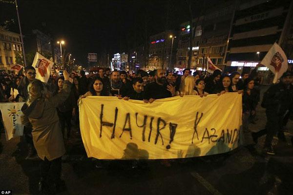 اعتراض به نتایج همهپرسی تاریخی ترکیه