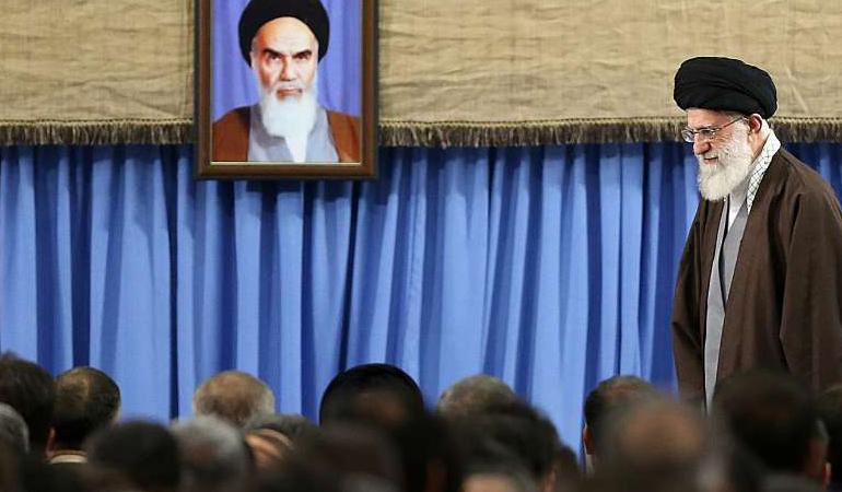 امروز به روایت تصویر// سخنرانی روحانی، نشست فیلم سینمایی، ریزش خیابان و...