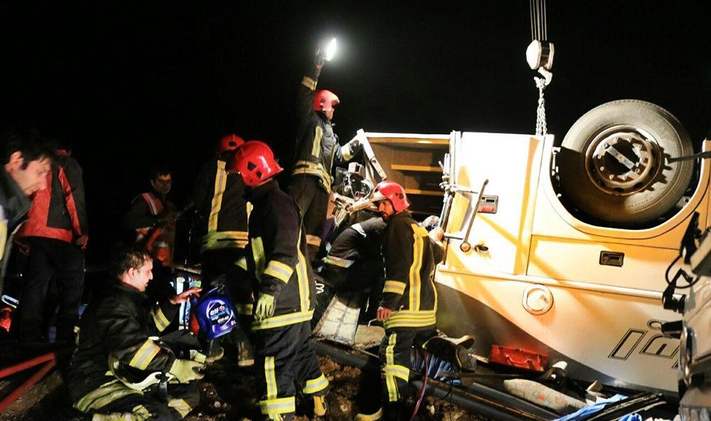 (تصاویر) واژگونی اتوبوس در جاده سبزوار- شاهرود