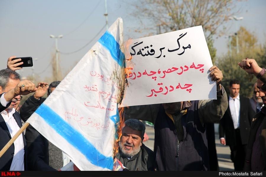 (تصویر) پلاکاردهای عجیب در راهپیمایی تهران
