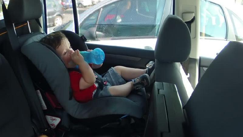 ۱۱ راهحل برای سفر با کودک خردسال