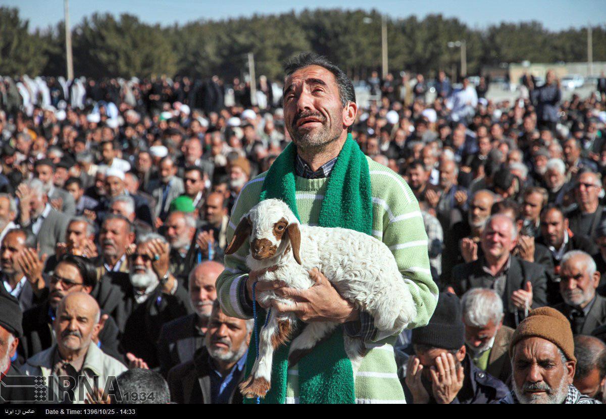 پشتپرده عکس مردی که با برهاش به نماز باران آمد