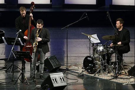 اجرای تصنیف «بهار دلنشین» توسط فرانچسکو کفیسو آهنگساز ایتالیایی