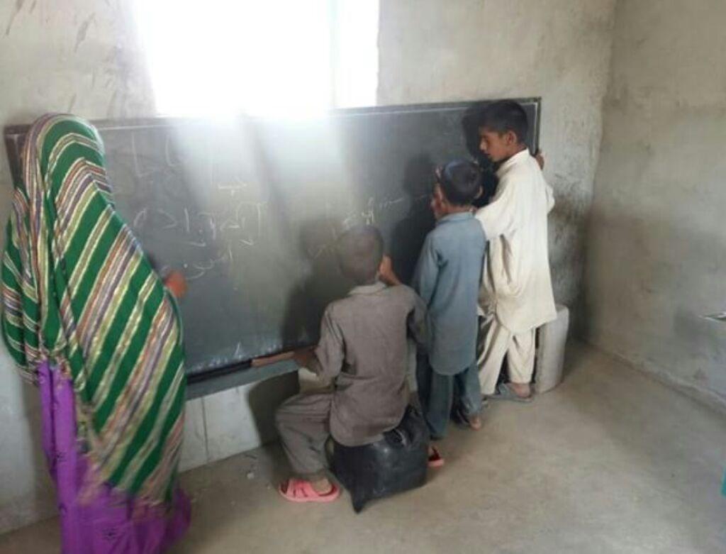 معلمی در روستاهای محروم با ۵۰۰ هزار تومان!