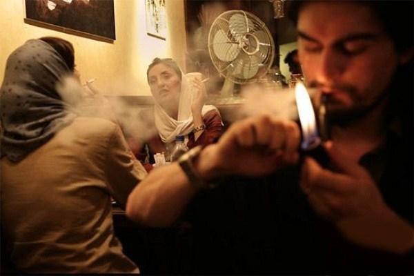در مصرف سیگار چه فرقی بین دانشجویان ایرانی و غربی وجود دارد؟