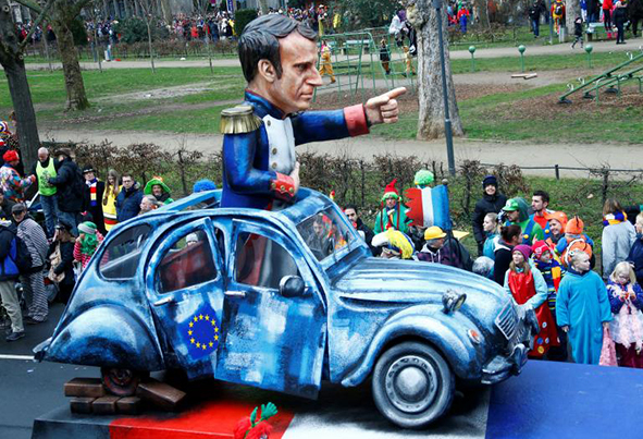 (تصاویر) تمسخر سیاستمداران در کارناوال آلمان