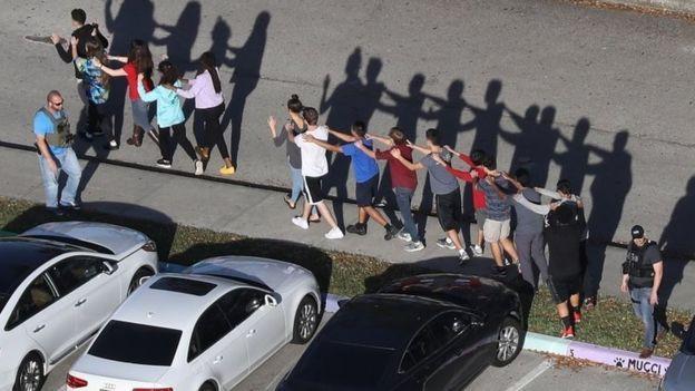 کشتار در دبیرستانی در فلوریدا
