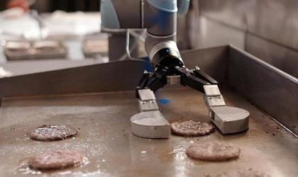 ربات همبرگرپز از راه رسید