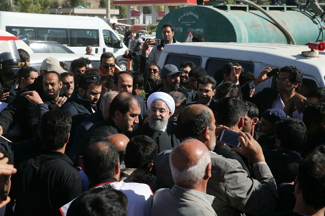 (عکس) آقای رشیدپور چطور این عکس رییس جمهور در کرمانشاه را ندیده اید؟