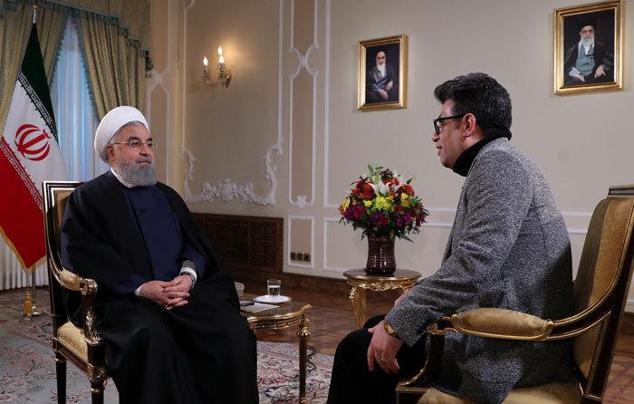 زیباکلام: آقای روحانی گویی با یک مشت بچه صحبت میکند!