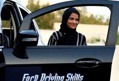 (تصاویر) هیجان زنان عربستانی در مراکز آموزش رانندگی