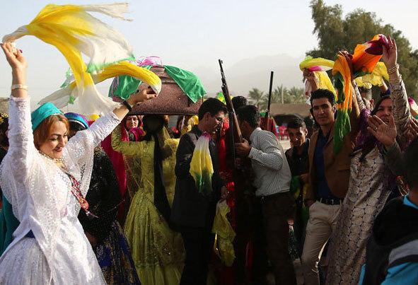 (تصاویر) رقص و شلیکهوایی در جشن شیربهای عشایر